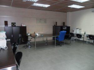 Venta Nave en Ejea con Oficinas Almacen Laboratorio Amueblada Oficinas