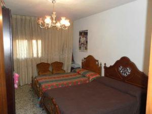 Amplio Piso en venta en Ejea con calefaccion y Permuta Dorrmitorio camas