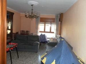 Amplio Piso en venta en Ejea con calefaccion y Permuta Salon