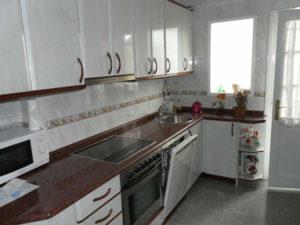Venta piso centrico amplio amueblado en Ejea Zaragoza Cocina equipada