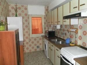 Venta piso Ejea calle Monjas con garaje, terraza y trastero Cocina