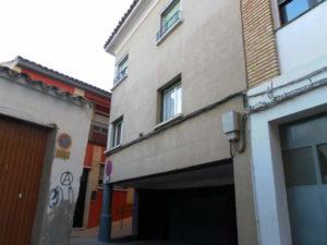 Venta piso Ejea calle Monjas con garaje, terraza y trastero Fachada