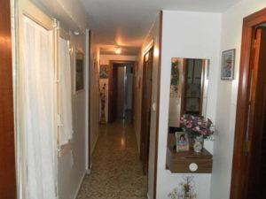 Venta piso Ejea calle Monjas con garaje, terraza y trastero Pasillo