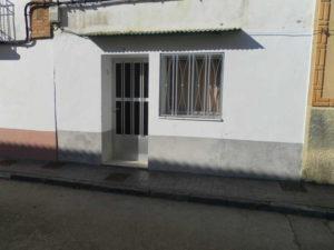 Casa en venta en Rivas con corral Fachada Fincas Ejea