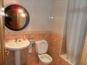 Venta piso 3 habitaciones calefacción de gas 2 garajes en Ejea - Aseo 2
