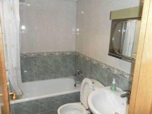 Venta piso 3 habitaciones calefacción de gas 2 garajes en Ejea - Aseo