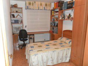Venta piso 3 habitaciones calefacción de gas 2 garajes en Ejea - Dormitorio 1