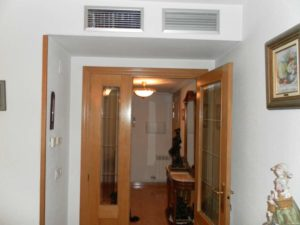 Venta piso 3 habitaciones calefacción de gas 2 garajes en Ejea - Entrada