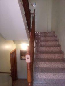 Casa en venta en Ejea con bodega y amueblada Escaleras 2 - Fincas Ejea