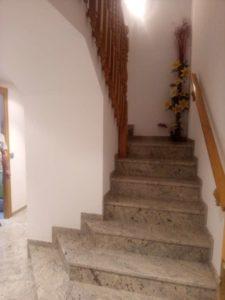 Casa en venta en Ejea con bodega y amueblada Escaleras- Fincas Ejea