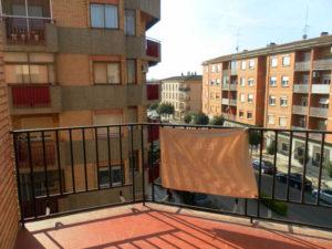 Venta piso centrico en Ejea 4 habitaciones reformar Balcon - Fincas Ejea
